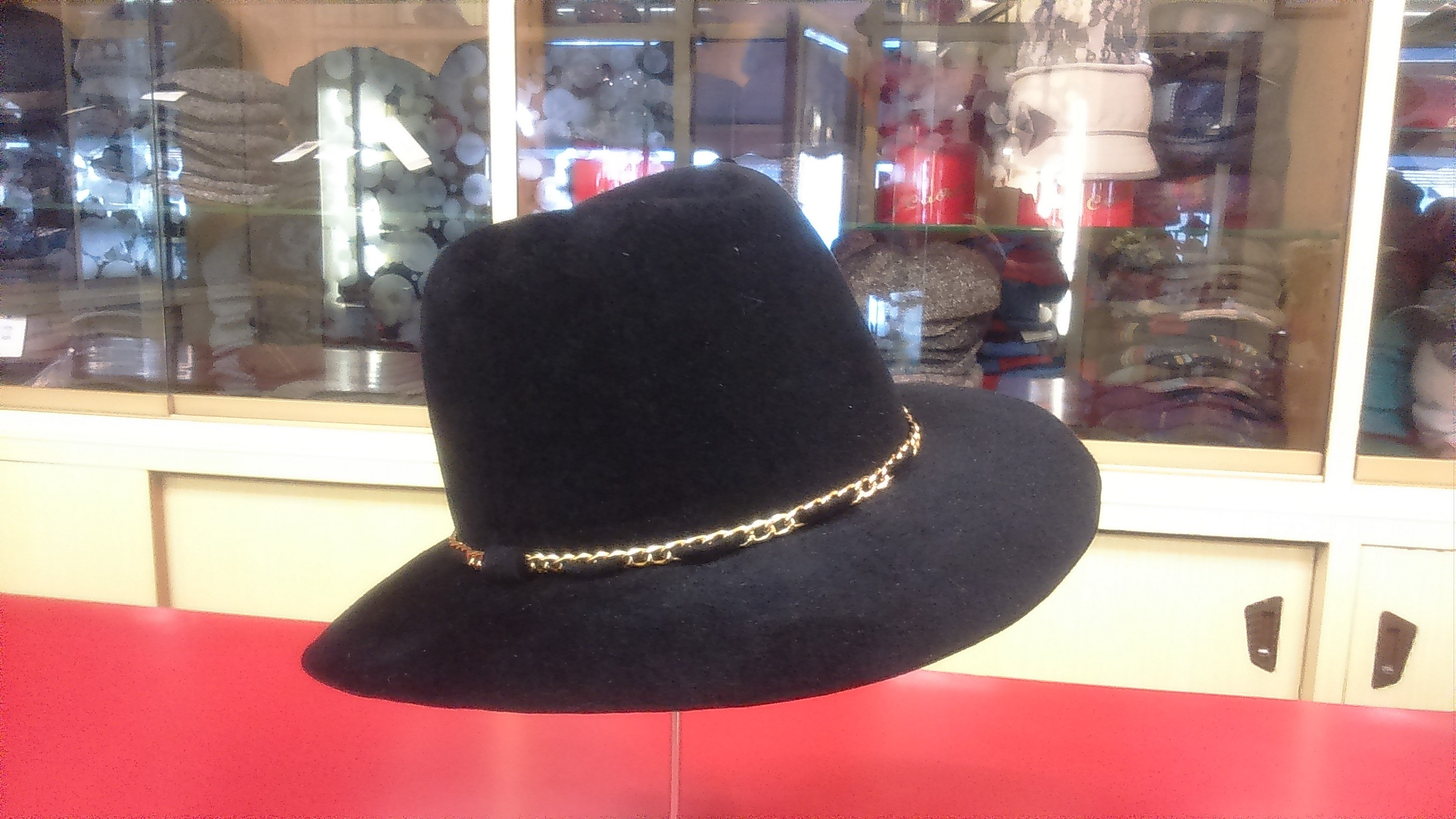 Cappello casual donna in feltro Velour con guarnizione in catena
