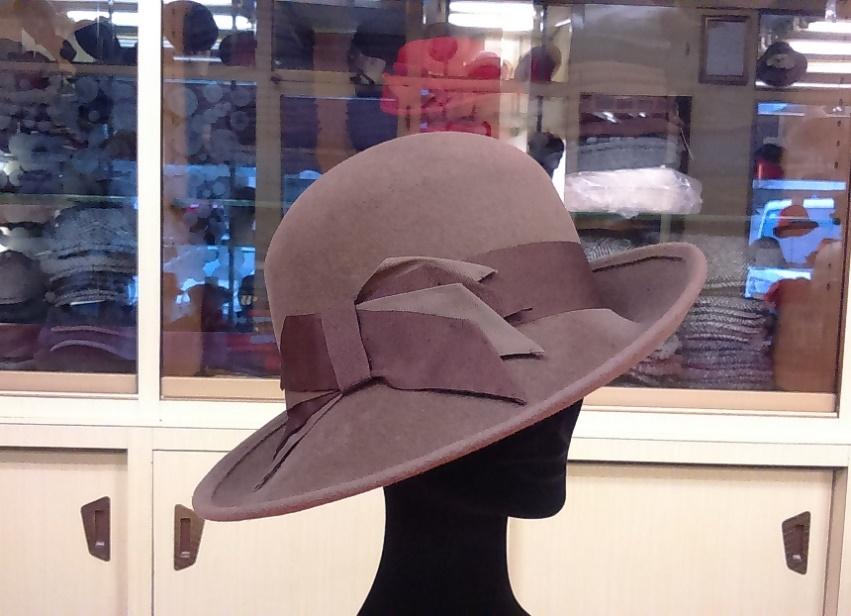 Cappello in feltro Lapin Velour con guarnitura in caneté bicolore.  Possibilità altri colori a richiesta 3b3942883cee