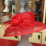 Cappello in sisal e guarnizione in seta