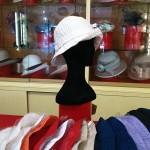 Cappello in puro cotone in vari colori morbido e tascabile.