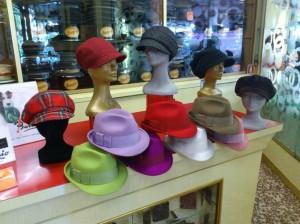 berrettone-scozzese-in-lana-cotta-rosso-in-pile-e-velluto-in-basso-cappello-donna-in-feltro-merinos-in-tanti-altri-colori