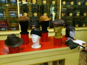 Cappelli, Berretti sportivi, berretti Irlandesi e Cuffie da guida, tutti in morbida Pelle o Renna