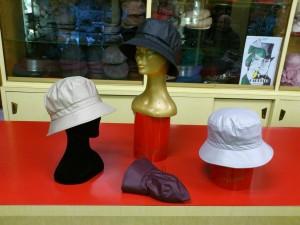 Cappelli impermeabili donna