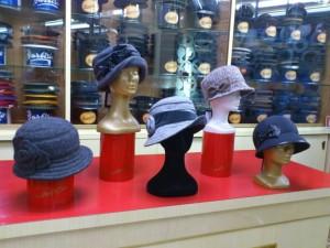 cappelli-in-maglina-velluto-impermeabili-e-lana-cotta