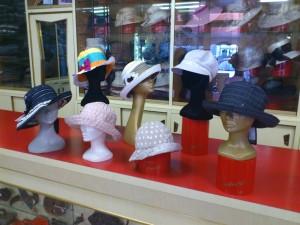 Cappelli in canetè, berrettoni e cloche in lino