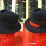 Borsalino Diamante nero modificato con nastro 15 millimetri rosso e profili fiocco sempre rossi