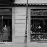 La facciata del negozio negli anni '20